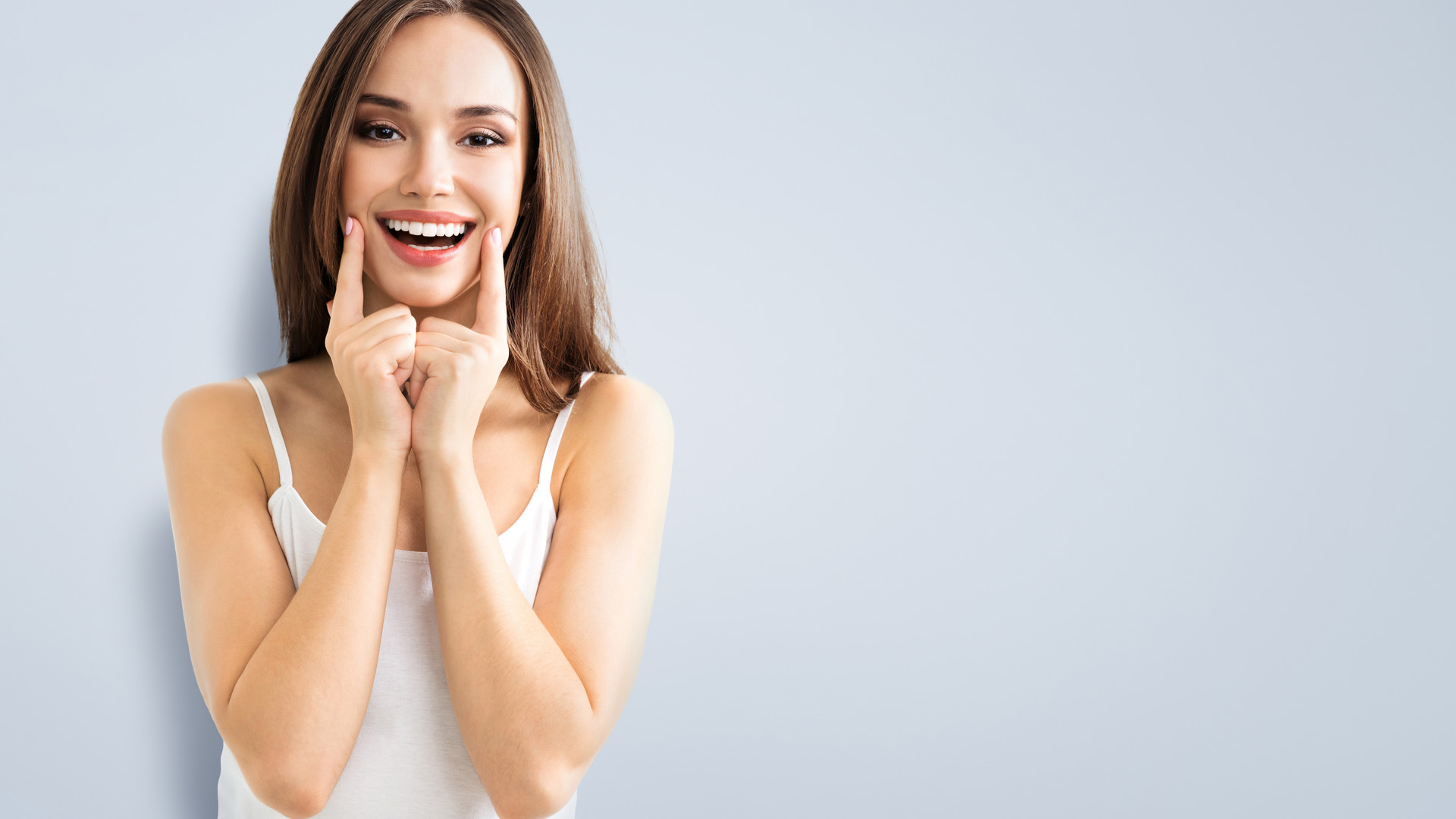 Frau zeigt ihr Lachen