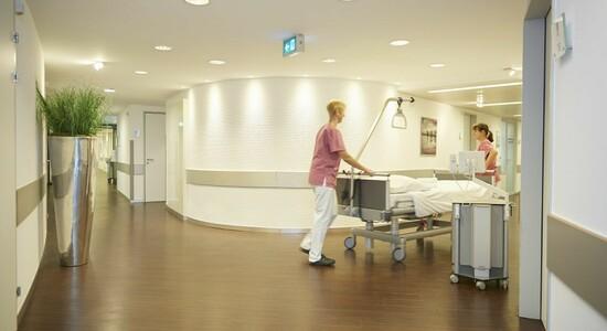 Patientenzimmer KLINIK AM RING: Flure