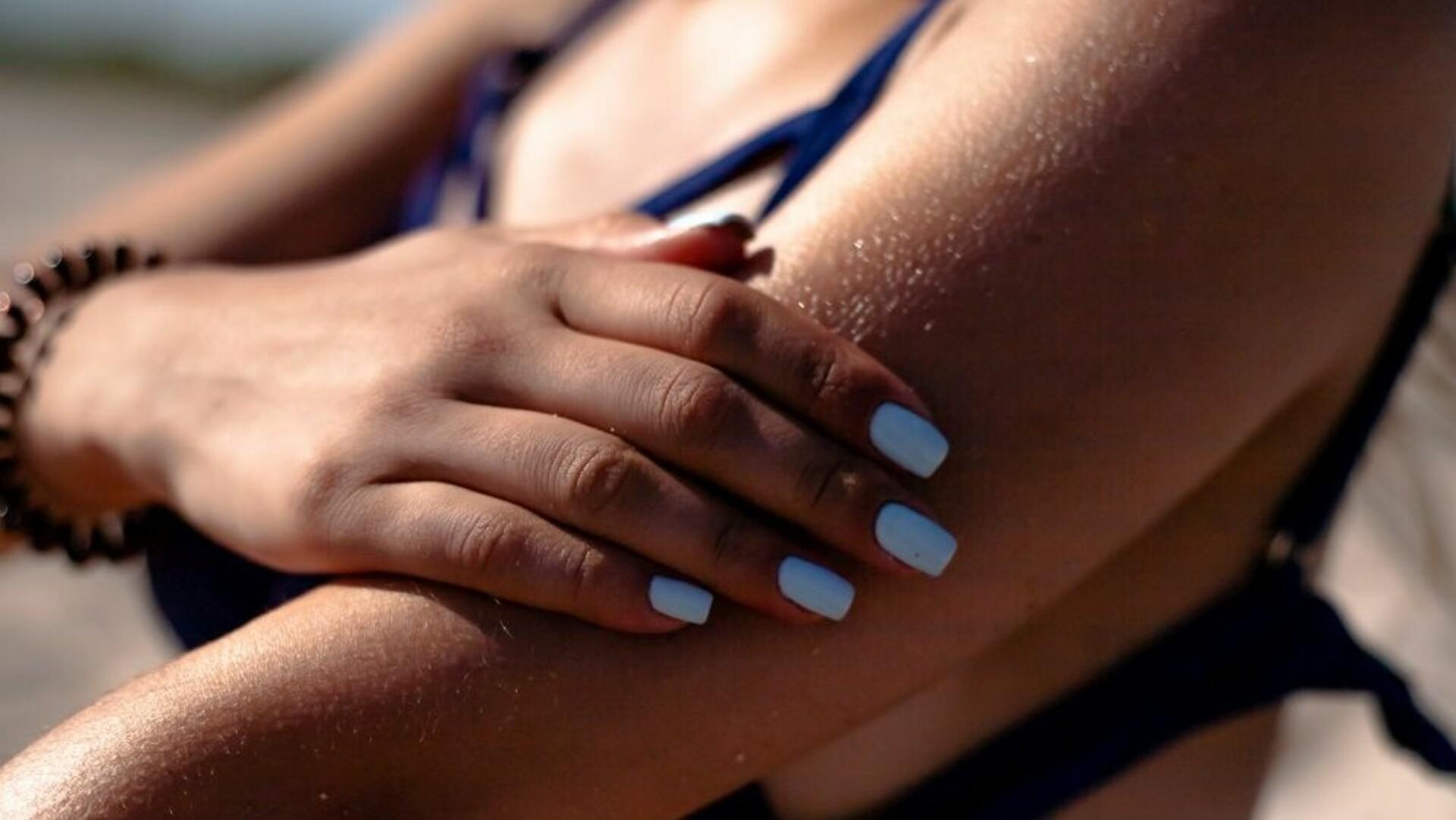 Brustverkleinerung: Frau mit Bikini